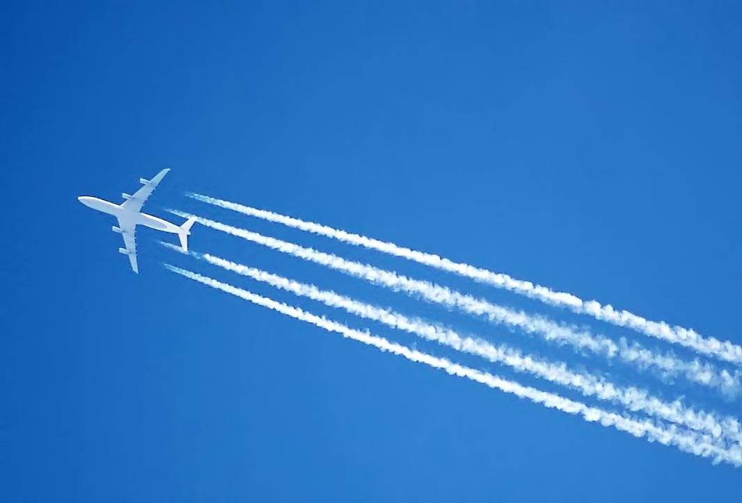 photo of jet contrails